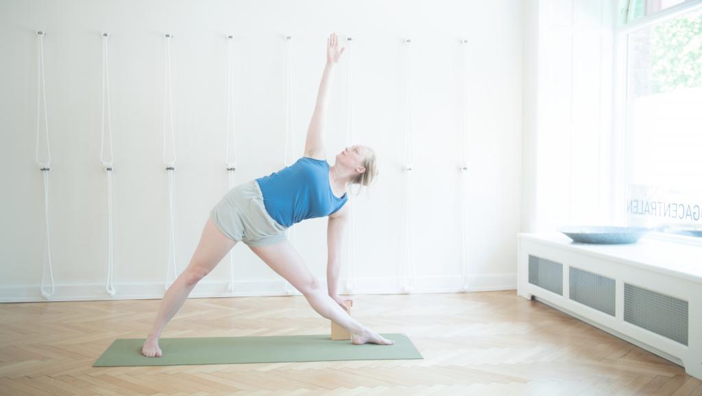 trikonasana iyengar yoga
